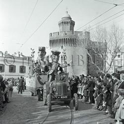 Défilé d'un char de carnaval