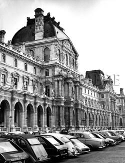 Le Louvre : cour intérieure