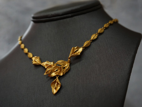 22k Necklace with flower design