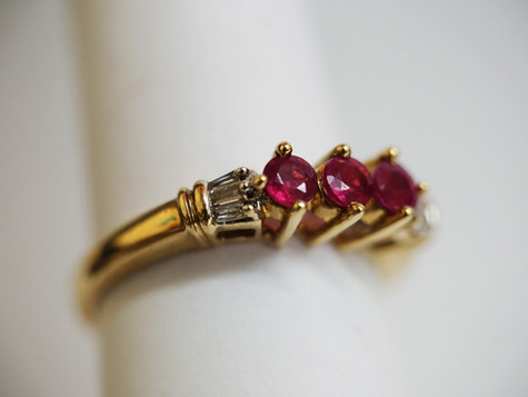 14k Gold ring with Pink Stones