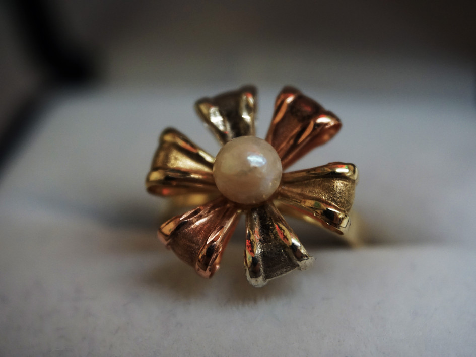Tri Color Ribbon ring with single pearl