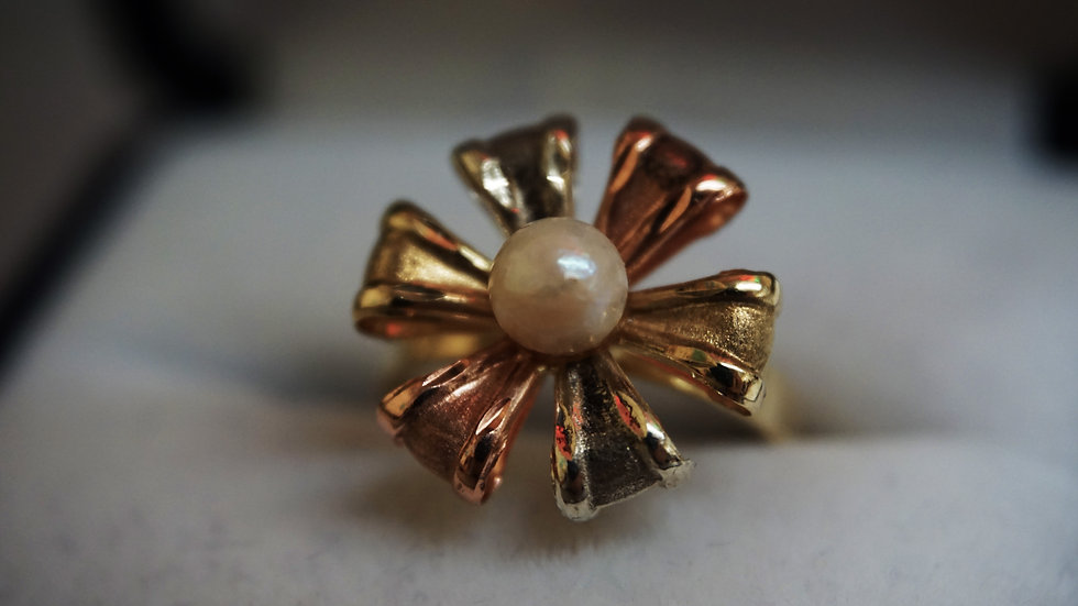 14k Ribbon ring with pearl