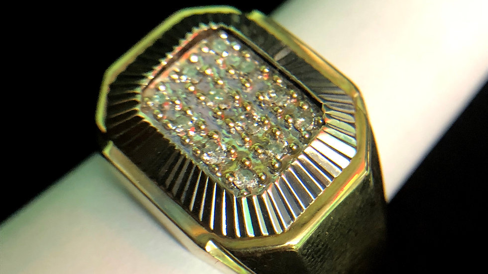 10k Gold ring with 12 2pt Diamonds