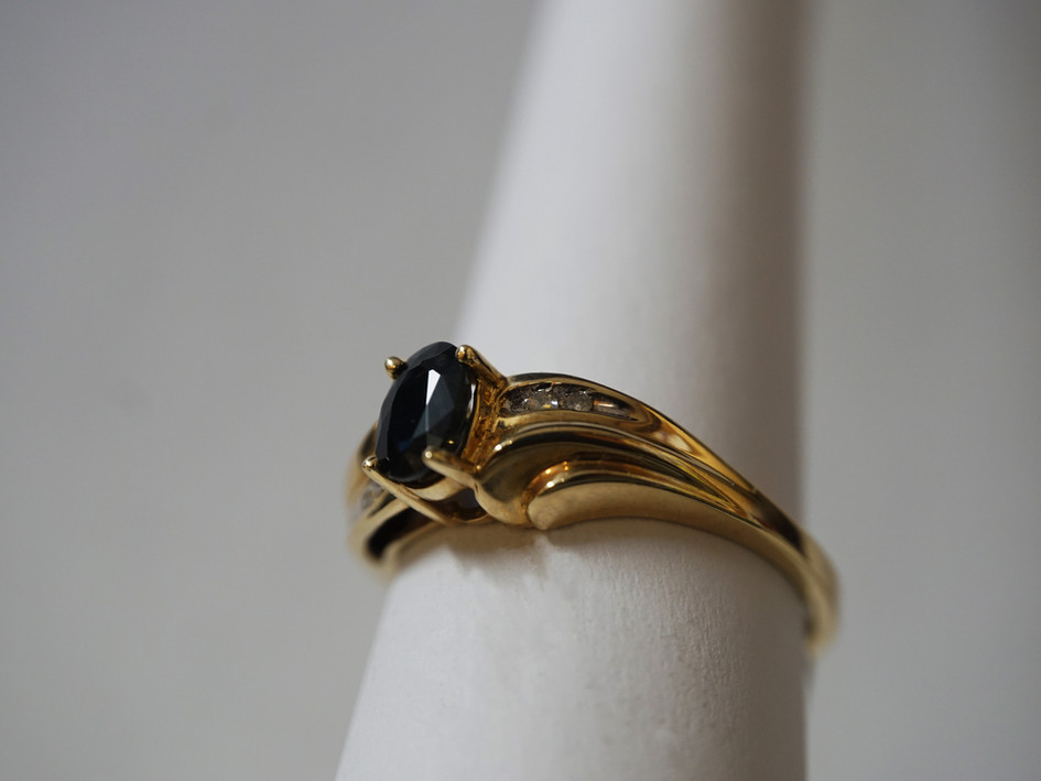 10k ring with Onyx