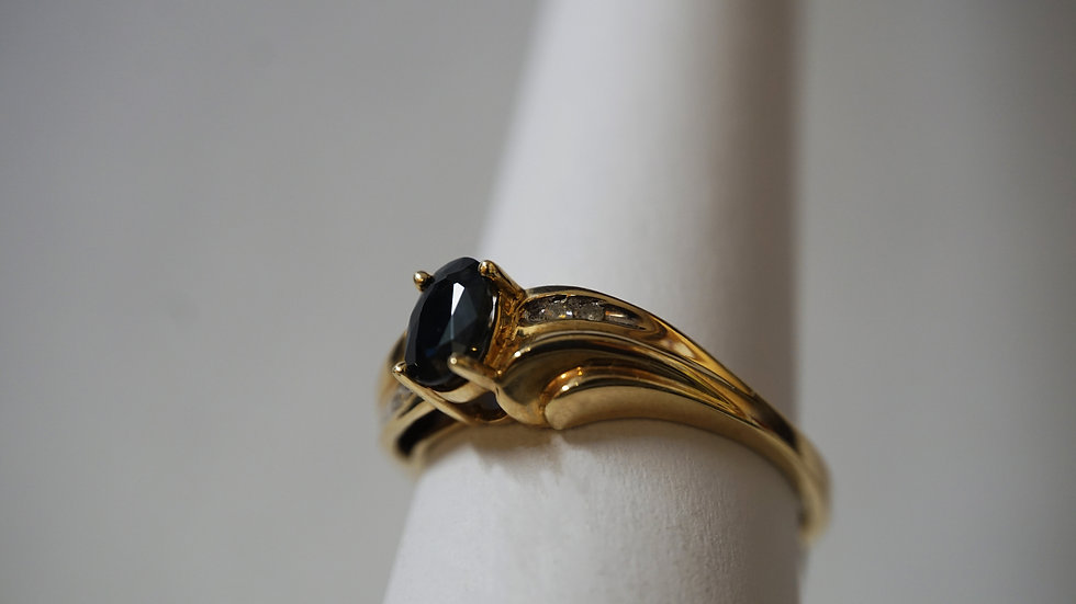 14kt Ring with Black stone