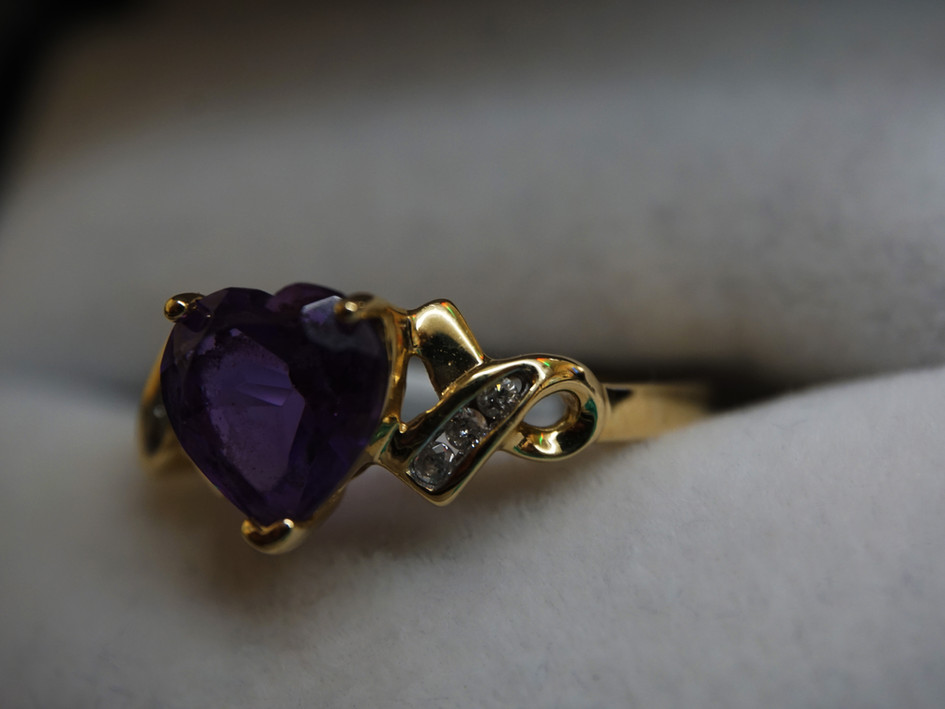 14k Gold ring with Diamond and purple stone