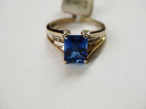 14k White gold with Blue Topaz