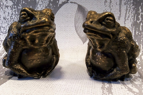 Toad Netsuke by Patrick Hoye for Silver Bough Collection