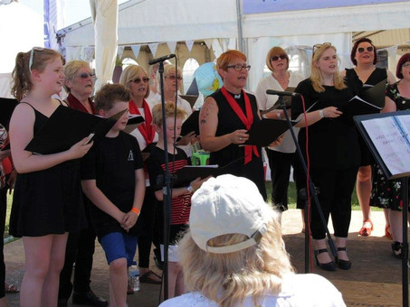 Sunshine and singing at the 3 Counties Show