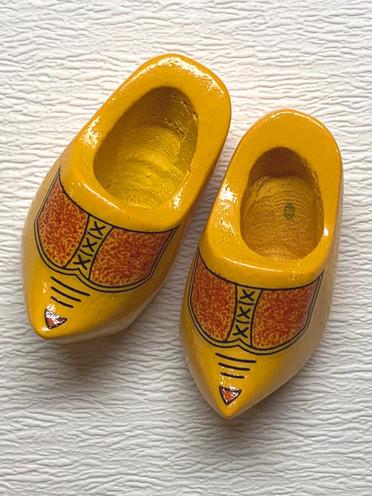 Wooden shoes Barbie size (no Mattel) €5,-