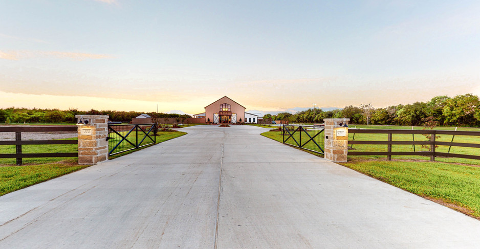 Still-Waters-Ranch-Entry-Drive-View.jpg
