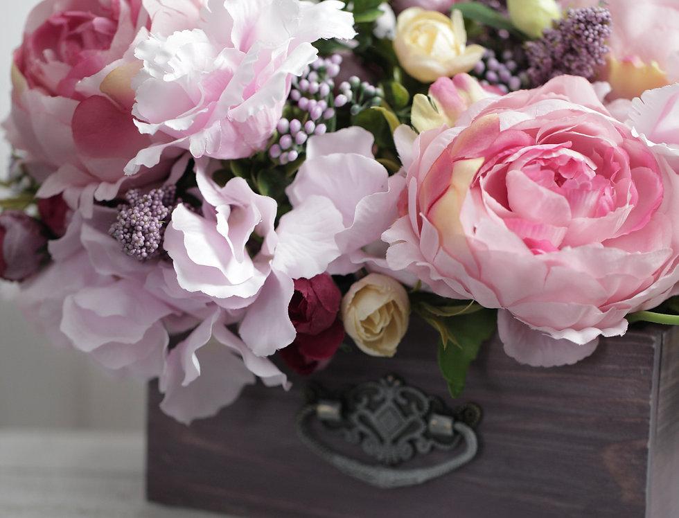 Ящик с пионами Розовый