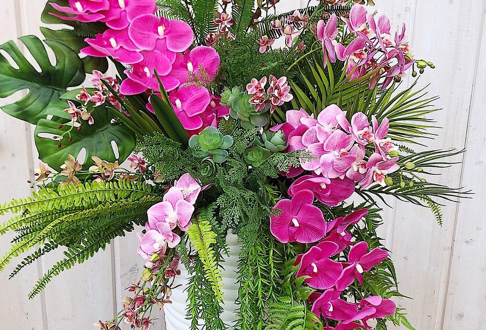 Яркая с орхидеями