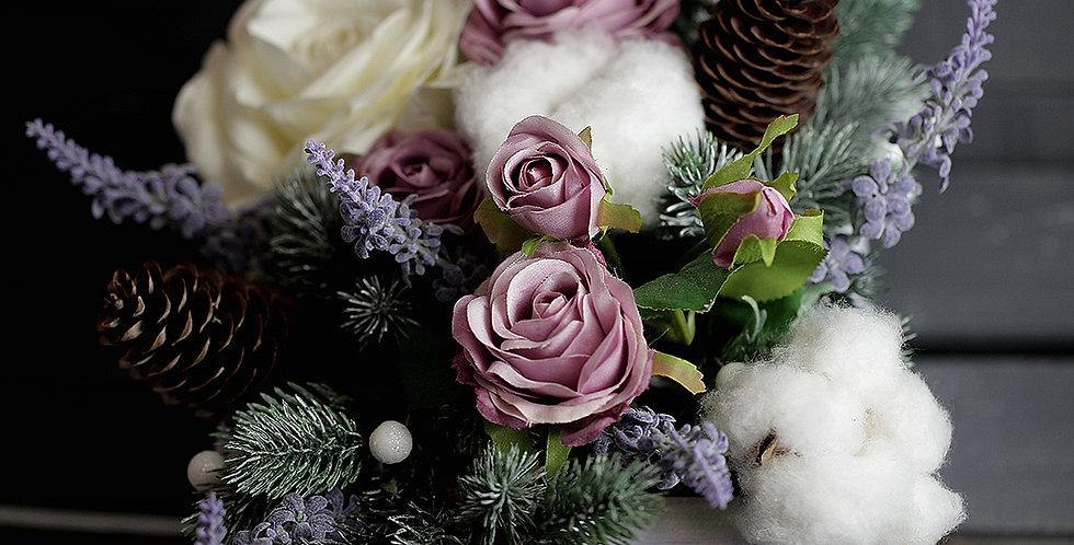 Композиция новогодняя с лавандовыми розами