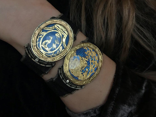 Pair Of Boxed Late 18th Century French Bracelets With Gold Clasps