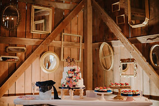 Barn at the Gorge Wedding Cake