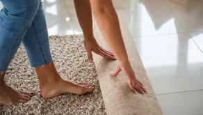 Com qual frequência precisamos lavar tapetes, edredons e cortinas?