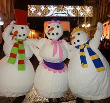 The Snowmen are the perfect performers for winter events like a Christmas Light Switch On or Lantern Parade
