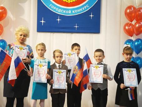 «Гордо реет флаг российский над моею головой!..»