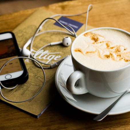 5 travel podcasts every travel professional should follow