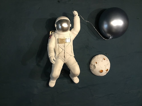 Astronaut with balloon (moon not included)