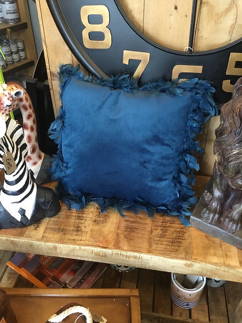 Cushion blue velvet with feathers