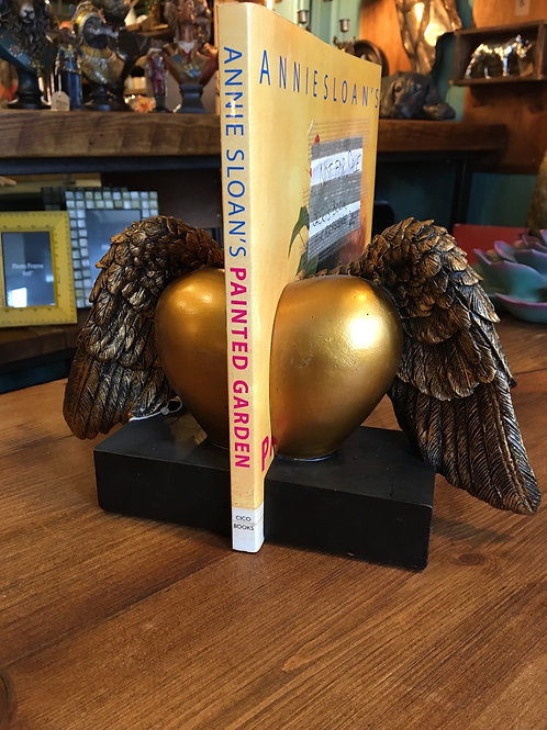 Bookend hearts and wings
