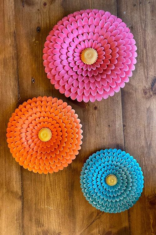 Set of vibrant colour flower wall plates (set)