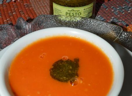 Sopa de Tomates com Pesto de Manjericão