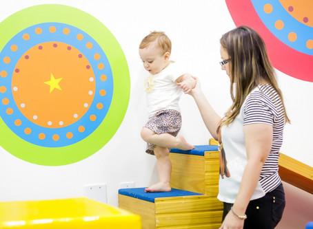 Crianças têm atraso na fala e maior dependência dos pais durante a pandemia