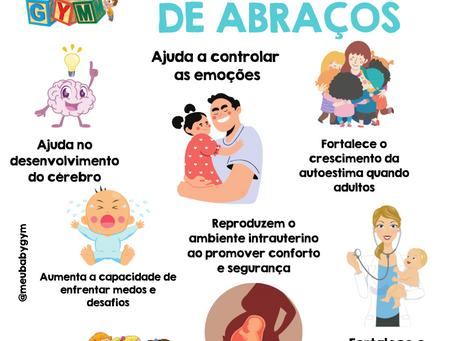 Os impactos positivos de um abraço no seu bebê