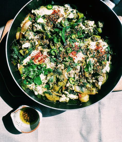 Green shakshuka with leeks and wild garlic