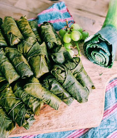Stuffed vine leaves with lemon, leeks and grapes