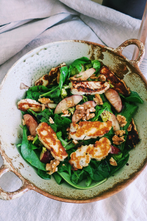 Grilled halloumi and nectarine salad with chopped walnuts