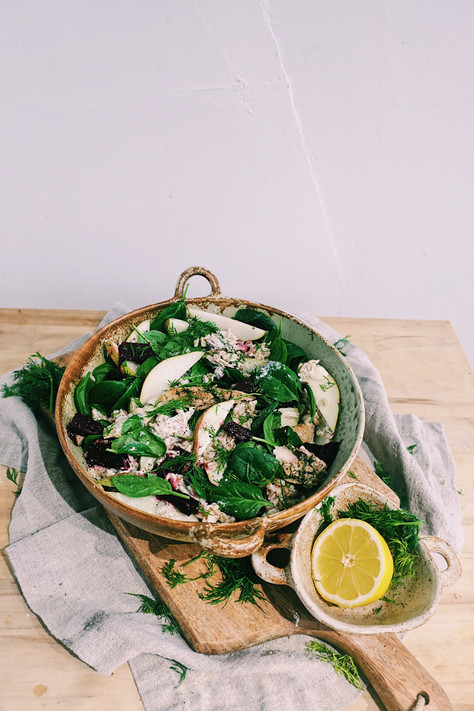 Mackerel, pear and spelt salad with spinach and horseradish dressing