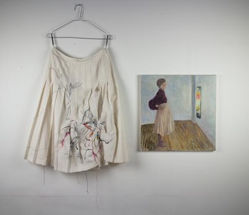 Plisserad kjol och målning