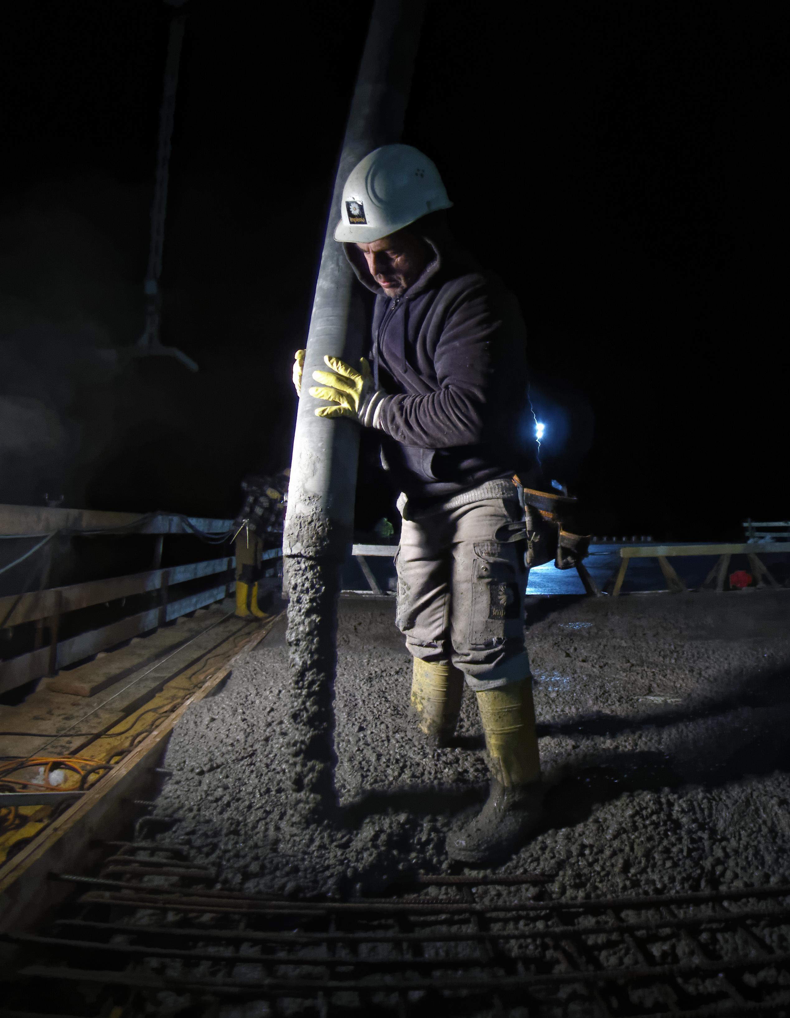 24 h concreting action on a bridge