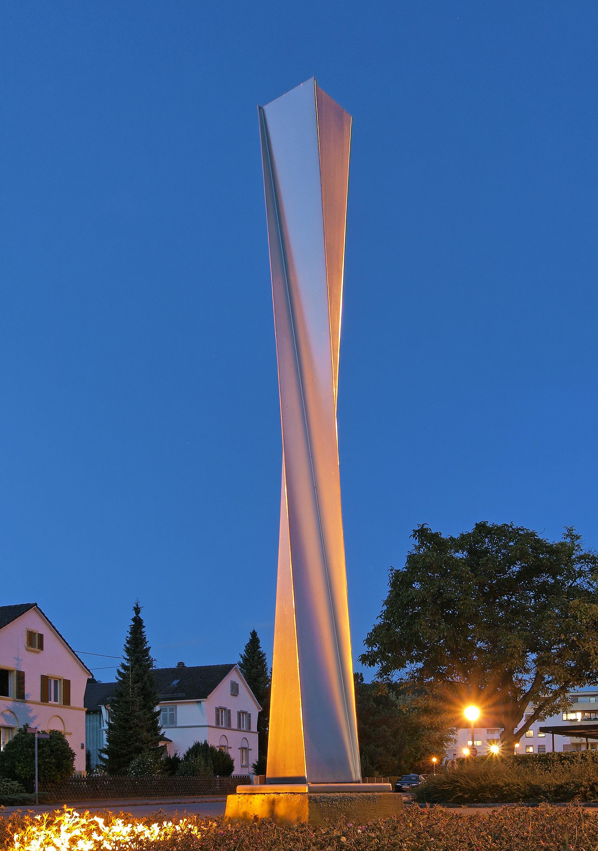stainless steel stele by Wolf Wetzel