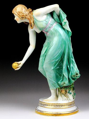 マイセン人形 高額フィギュア ボールを拾う少女 1898年Schott作