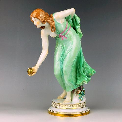 マイセン 人形 ユーゲントシュテール期の名作 ボールを拾う少女像