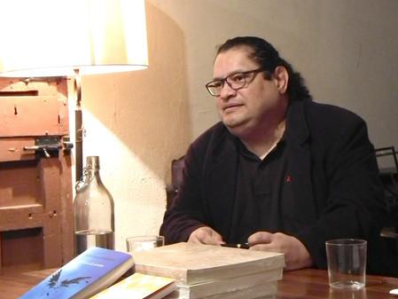 Juan Carlos Chirinos: «Una novela siempre será una novela cuando su lenguaje  atrape, retuerza...»