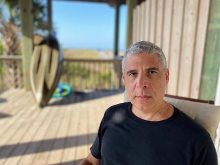 «En Crema Paraíso hay un esfuerzo de contención enorme (soy un escritor muy excesivo)»