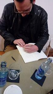Rodrigo Blanco Calderón firmando Los Terneros