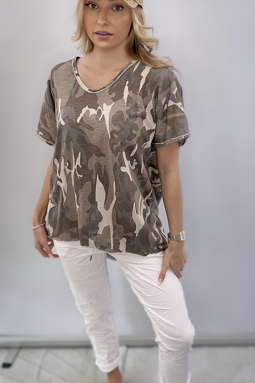 Beige camouflage print t-shirt one size