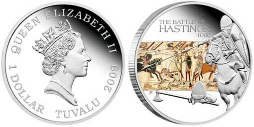 """Tuvalu. 1 Dollar Farbmünze 2009 in der Münzserie """"Berühmte Schlachten der Geschichte"""" auf die Schlacht von Hastings mit einem farbigen Ausschnitt aus dem Teppich von Bayeux."""
