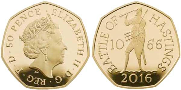 Großbritannien. Goldabschlag des 50-Pence-Stücks 2016 auf den  950. Jahrestag der Schlacht von Hastings. Auf der Rückseite mit der Umschrift BATTLE OF HASTINGS (Schlacht von Hastings) ist der gepanzerte König Harald II. mit Schild zwischen der Jahreszahl der Schlacht 10 – 66 dargestellt, wie er nach dem  Pfeil greift, der in sein Auge eingedrungen ist.