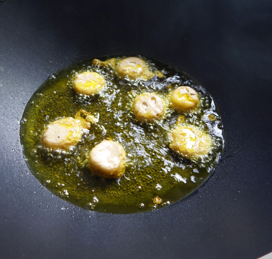 Frying banana