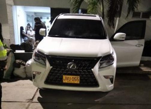 Camioneta Lexus, color blanco de placas JVU 005.jpeg