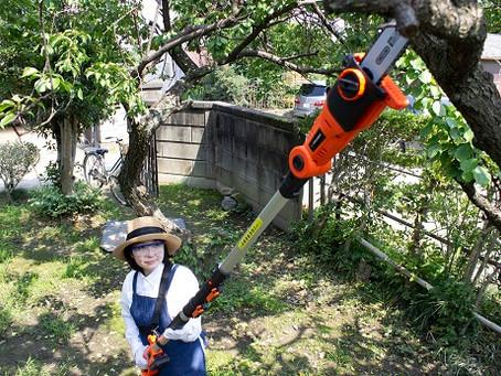 ~ストレス緩和にお庭仕事のススメ~YARD FORCEは一家に一台、お庭仕事のお助けマン!気になるあの枝には高枝電動チェーンソーやコードレス高枝のこぎり。生垣の剪定にはとっても便利な2WAYトリマー