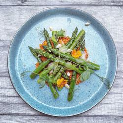 Griddled asparagus with romesco sauce